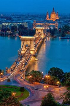Szechenyi Chain Bridge Budapest, Hungary (NOTE: mislabelled on pinterest as London, England)