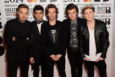 Pin for Later: Könnt ihr diese Bilder von One Direction ertragen? Alle fünf in einem Foto?! Wir können das kaum ertragen.