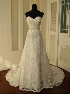 Gorgeous A-line Strapless Sweetheart Beaded and Lace Appliqued Tulle Wedding Dress WD1424 www.tidedresses.co.uk $334.0000