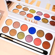 3pm pst today! Royal Peach Palette restock! KylieCosmetics.com 💙🍑