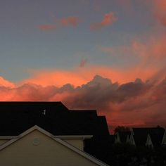 won't you tell us of the clouds? Pretty Sky, Beautiful Sky, Beautiful Images, Sky Aesthetic, Belle Photo, Pretty Pictures, Aesthetic Pictures, Aesthetic Wallpapers, Sunrise