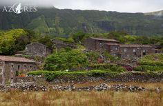 """Places to Stay :: Aldeia da Cuada. Bem vindo ao Paraíso! - via Around Azores 27.05.2015   No ponto mais ocidental da Europa podem encontrar um paraíso que nos remete para a natureza viva dos Açores. Sem pressa, e com a tranquilidade por companhia, poderá apreciar na Aldeia da Cuada o melhor da natureza """"selvagem"""" das nossas ilhas. #portugal #turismo"""