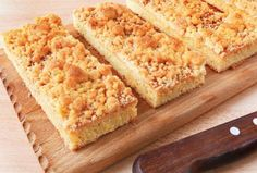 Streuselkuchen - German Crumb Cake- used to make this with grandma Crumb Topping Recipe, Cake Varieties, Let Them Eat Cake, Cupcake Cakes, Cupcakes, Sweet Tooth, Sweet Treats, Bakery, Favorite Recipes