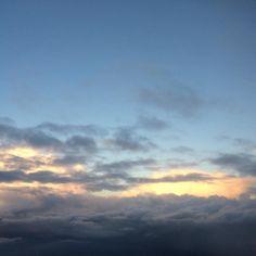 Por encima de los problemas preocupaciones e inquietudes siempre hay luz... y luce el sol. Todo es una cuestión de altura y perspectiva