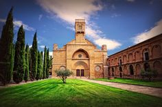Monasterio de Santa María la Real de la Oliva #Carcastillo #Navarra fundado en 1145. Vía @NationalImages / Twitter