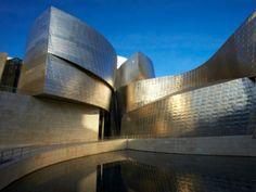 Musée Guggenheim à Bilbao. Ouvert au public en 1997, le bâtiment fut salué par…