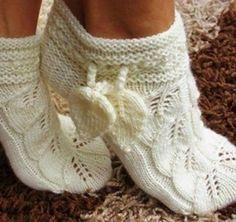We knit an openwork slippers socks (Knitting with knitting needles) Knitted Slippers, Crochet Slippers, Knit Crochet, Knitting Socks, Knitting Needles, Baby Knitting, Knitting Projects, Knitting Patterns, Crochet Patterns