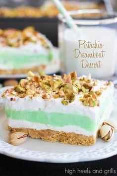 No-Bake Summer Desserts - Pistachio Dreamboat Dessert *make with gf cookies* Mini Desserts, Layered Desserts, Sweet Desserts, Easy Desserts, Sweet Recipes, Delicious Desserts, Dessert Recipes, Yummy Food, Pudding Recipes