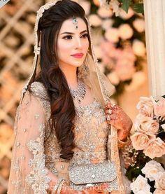 Pakistani Engagement Hairstyles, Pakistani Wedding Hairstyles, Pakistani Engagement Dresses, Asian Wedding Dress Pakistani, Asian Bridal Dresses, Wedding Dresses For Girls, Bridal Outfits, Pakistani Hair, Pakistani Actress