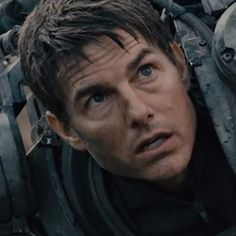 Movie Review: #TomCruise in #EdgeOfTomorrow. #BrendanGleason #EmilyBlunt #AllYouNeedIsKill #Movie #Review #MovieReview