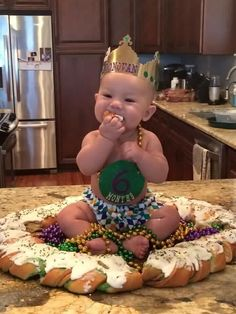 I told you...EVERYBODY loves Mardi Gras back home!