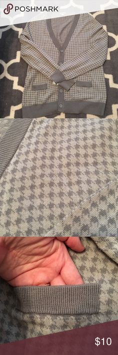 NWOT oversized houndstooth cardigan Oversized/boyfriend style cardigan from Target. Light and dark gray houndstooth print, functional pockets on the front, and a v neck with 5 buttons. Tags were removed, but still has the extra button attached! Size large, could also fit XL if wanting a more traditional fit. Merona Sweaters Cardigans