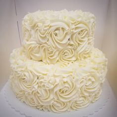 Classic, textured rosettes cake Fig Cake, Gourmet Cakes, Rosette Cake, Fresh Figs, Cake Pans, Rosettes, Quick Easy Meals, Wedding Cakes, Food And Drink