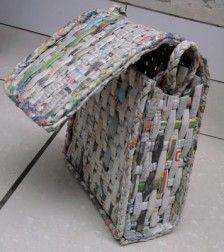 dunne opgerolde kranten en dan gevlochten
