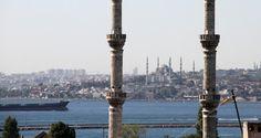 """Wie sehr der Westen die Türkei braucht, erklärt der Sicherheitsexperte Krause. Ohne die Türkei sei der Westen im Nahen und Mittleren Osten nicht handlungsfähig. Man müsse sich sorgfältig überlegen, wie man mit dieser """"neuen"""" Türkei vernünftig und behutsam umgeht. Die Türkei habe sich endgültig vom Kemalismus und Demokratie verabschiedet und entwickle sich zu einem Sultanat, so Krause."""