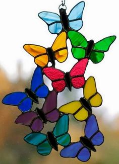 Top 11 Stained Glass Soldering Tips - Learn How to Solder Glass Art - Tools And Tricks Club Stained Glass Suncatchers, Faux Stained Glass, Stained Glass Designs, Stained Glass Panels, Stained Glass Projects, Stained Glass Patterns, Stained Glass Christmas, Deco Originale, Glass Butterfly