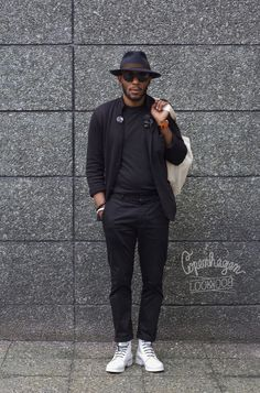 This guy looks just like Mos Def, if I'm not mistaken. Mos Def, Sharp Dressed Man, Well Dressed Men, Stylish Men, Men Casual, Style Urban, Moda Blog, All Black Looks, Best Mens Fashion