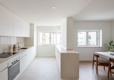 Locally-based Lola Cwikowski Studio has overhauled this Lisbon apartment to feature calming minimalist interiors that offset the hectic lifestyles of its owners. Minimalist Apartment, Minimalist Interior, Bauhaus, Kitchen Interior, Kitchen Design, Lisbon Apartment, Agi Architects, Central Table, Interiors