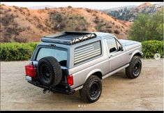 Bronco plate steel style rear bumper with tire and Jerry can (or Nato can) rack. Lifted Trucks, Cool Trucks, Pickup Trucks, Ford Excursion, Ford Bronco 1996, Bronco Truck, Bronco 2, Classic Ford Broncos, Expedition Vehicle