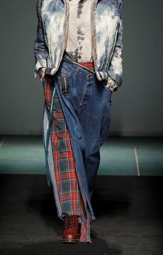 no designer cited, very cool denim with tartan Denim Fashion, Boho Fashion, Fashion Design, Jeans Recycling, Estilo Denim, Denim Ideas, Recycled Denim, Street Style, Denim Outfit
