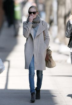 As you can see, I am a big fan of Kate Bosworth's fashion sense.
