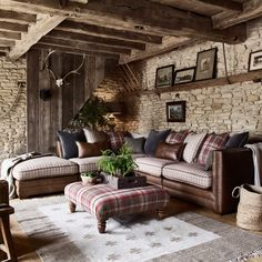 Finished with beautiful hand studded accents in antique finishes and chesterfield inspired buttoned sides, the Hemsley sofa range creates a cosy country charm. #CornerSofa