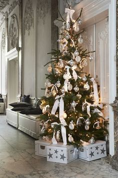 Luxury Christmas Tree Christmas ideas for luxury christmas. Best interior trends for your home. Luxury Christmas Tree, Elegant Christmas, Noel Christmas, Country Christmas, Christmas Wishes, Xmas Tree, Beautiful Christmas, All Things Christmas, Winter Christmas