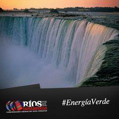 La energía potencial acumulada en los saltos de agua puede ser transformada en energía eléctrica.