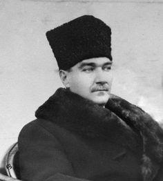 Atatürk 'ün daha önce hiç yayınlanmamış bir fotoğrafı .