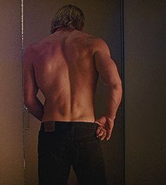 Find images and videos about thor and chris hemsworth on We Heart It - the app to get lost in what you love. Chris Hemsworth Thor, Chris Hemsworth Torse Nu, Chris Hemsworth Sin Camisa, Chris Hemsworth Muscles, Hot Men, Hot Guys, Snowwhite And The Huntsman, Sexy Back, Hemsworth Brothers