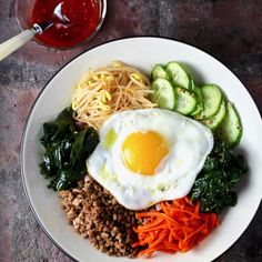 Red Rice Macaroni Bibimbap Seasoned Vegetables and Beef Fried Egg, Gochujang Sauce I struggled to come up with a name for this dish. Korean Dishes, Macaroni, Tasty, Favorite Recipes, Meals, Vegetables, Ethnic Recipes, Hearty Meal, Food