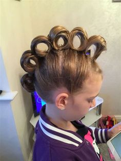 Easy Crazy Hairstyles For School Cute - rolling mohawk for crazy hair day Crazy Hair Day Girls, Crazy Hair For Kids, Crazy Hair Day At School, Short Hair For Kids, Crazy Hair Days, School Days, Girls School Hairstyles, Little Girl Hairstyles, Easy Hairstyles