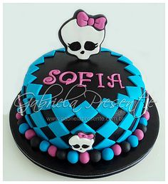 Bolo Monster High by Gabriela Presente, via Flickr