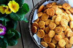 Sajtos, ropogós csigatallér | Álom.Íz.Világ. Snack Recipes, Dessert Recipes, Snacks, Garlic Bread, Cake Cookies, Finger Foods, Baked Goods, Almond, Food And Drink