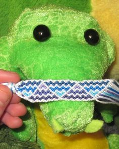 Friendship bracelet pattern 8995