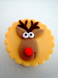 love-a-cupcake: Celebrate Xmas with Cuppies! Christmas Cupcake Toppers, Reindeer Cupcakes, Christmas Cupcakes Decoration, Fondant Cupcake Toppers, Christmas Sweets, Christmas Cooking, Christmas Holidays, Christmas Cakes, Polymer Clay Christmas