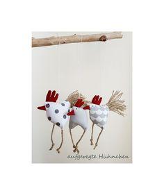 Deko-Objekte - Frühjahrs-Oster-Deko 3 aufgeregte Hühnchen Huhn - ein Designerstück von uggla-deko bei DaWanda