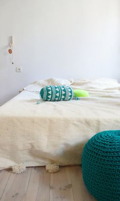 Pillow Crochet Marrakech    Green Triangle por lacasadecoto en Etsy, €26.00