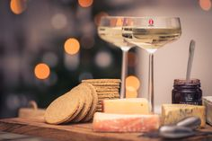 Ostbricka med bubbel / Cheese and crackers with champagne