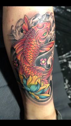 37 ideas design tattoo koi for 2019 Koi Fish Tattoo Forearm, Koy Fish Tattoo, Pez Koi Tattoo, Koi Dragon Tattoo, Koi Tattoo Sleeve, Carp Tattoo, Japanese Sleeve Tattoos, Tatto Koi, Japanese Koi Fish Tattoo