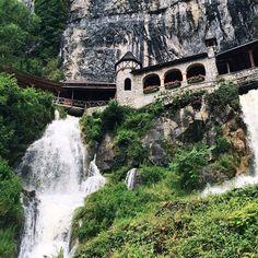 Sander @sfennema   Beatushöhlen, Switzerland