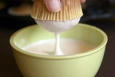 Υλίκα    2 κουταλιές βούτυρο  1 ¼ φλιτζάνια ζάχαρη άχνη  1 κουταλάκια του γλυκού βανίλια  1 κουταλιά της σούπας σιρόπι από όποιο γλυκό του κουταλιού έχεις στο σπίτι σου  1-2 κουταλιές της σούπας νερό    Εκτέλεση    Λιώνουμε το βούτυρο σε μια κατσαρόλα. Προσθέτουμε την