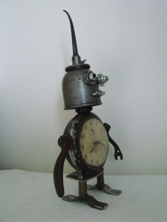 junkbotworld.com - VINTAGE CLOCK ~ ANTIQUE OIL CAN ROBOT