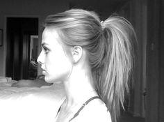 Een rommelige paardenstaart is een fijne manier om je haar te dragen als het los niet mooi wil zitten of als het heel warm is. Ik vertel je hoe je zelf een