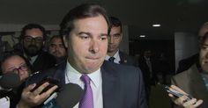 Rodrigo Maia é acusado de corrupção e lavagem de dinheiro pela PF Relatório enviado ao STF concluiu que Maia beneficiou a construtora OAS. Ministério Público vai analisar documentos e decidir se oferece denúncia.
