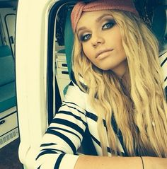 alli simpson notice me Pretty People, Beautiful People, Alli Simpson, Unnatural Hair Color, Hype Hair, Hair Starting, Celebs, Celebrities, Woman Crush