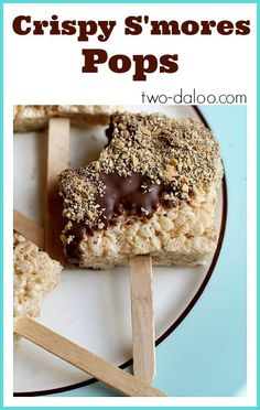 Crispy S'mores Pops from Twodaloo- great for cooking with toddlers