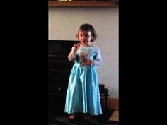 Two-Year-Old Girl Puts Her Parents In Their Place For Laughing At Her Frozen Performance - The Meta Picture Frozen Sing, Film Frozen, Frozen Youtube, 2 Year Old Girl, The Meta Picture, Tastefully Offensive, Irish Girls, Disney Songs, 2 Year Olds