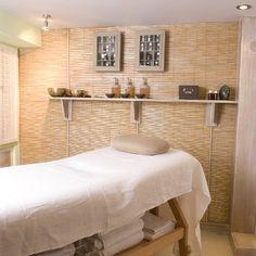 @NajethDhiri #Paris a appris l'art du massage, en voyageant de l'Asie à l'Atlas. Dans son antre douillette, nichée dans un ancien atelier d'artiste, la praticienne propose des rituels sur mesure pour les femmes. #Drainage lymphatique, #Massage des origines, Massage Essénien des pieds, #Kobido du visage... Exclusif et ciblé ! http://www.spa-etc.fr/lieux/najeth-dhiri,1302.html @Spa_Etc