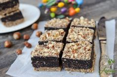 negrsa-raw-cu-ciocolata-si-nuci Raw Desserts, Low Carb Desserts, Healthy Desserts, Raw Food Recipes, Cooking Recipes, Flourless Chocolate Cakes, Raw Vegan, Deserts, Food And Drink